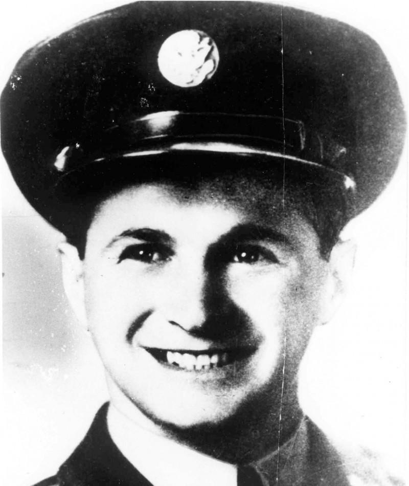 Medal of Honor Recipient Raymond Zussman